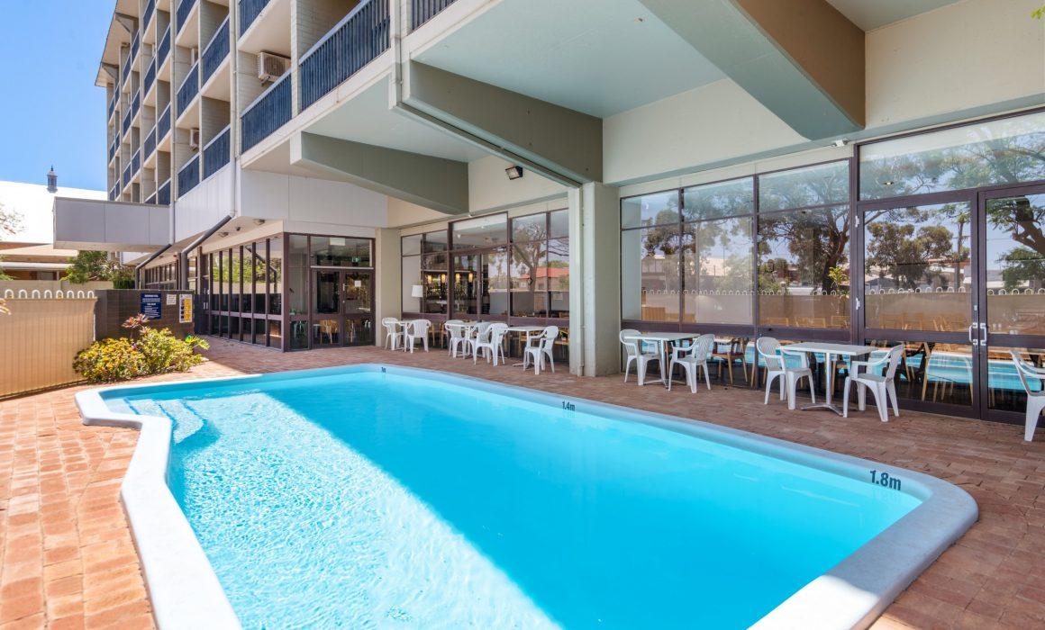 Kalgoorlie Plaza Hotel swimming pool